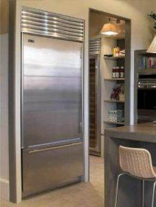Холодильники SUB-ZERO (SUBZERO) в интерьере кухни